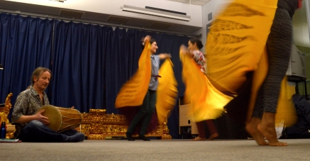 Andy Channing of Lila Cita taking the dancers through Cenderawasih ©Jamie Zubairi 2014